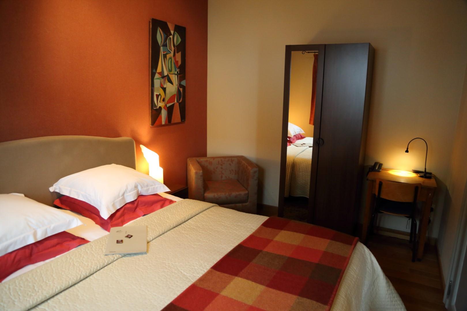 Kamers hotel brasserie het oud gemeentehuis - Nacht kamer decoratie ...
